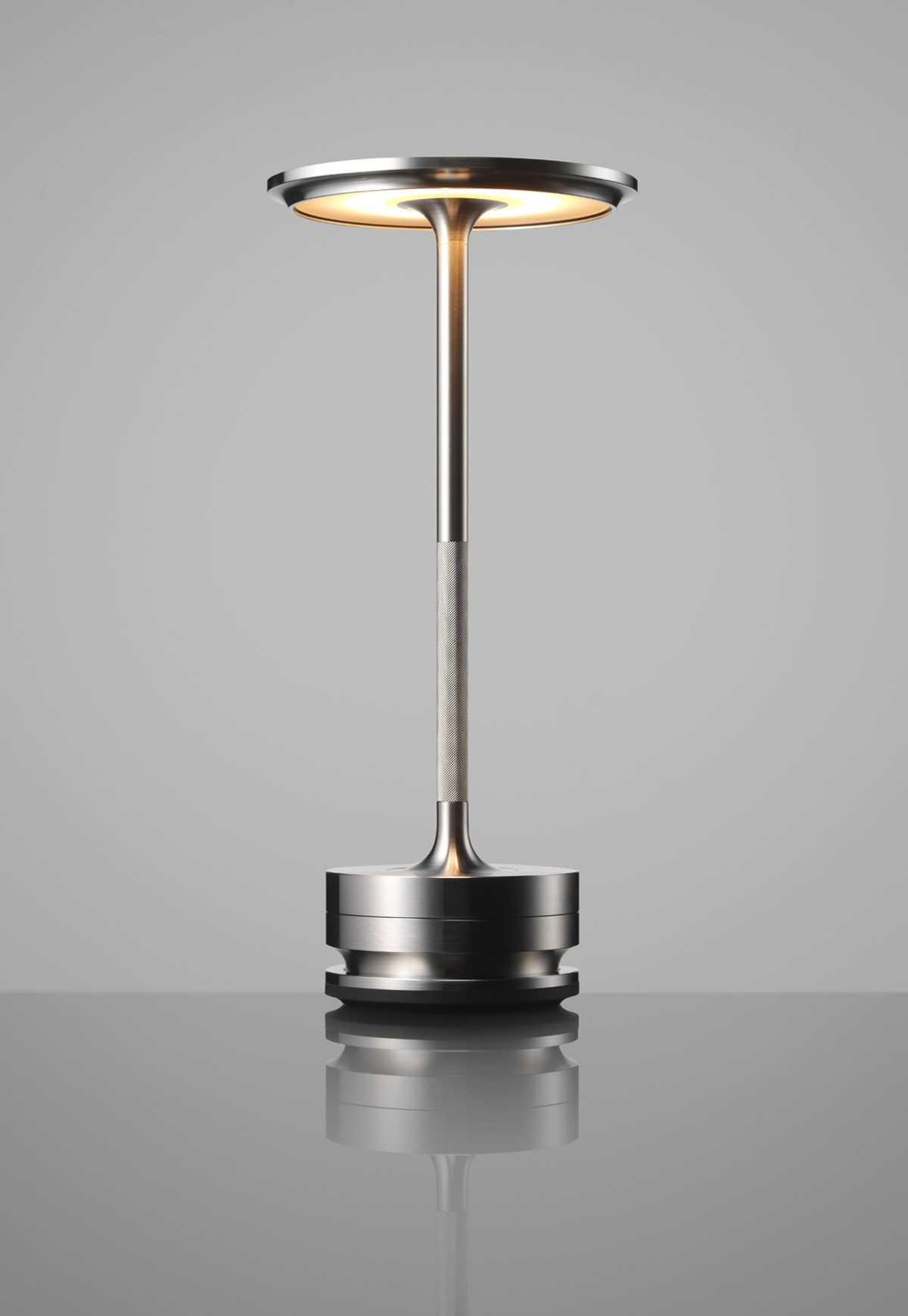 NaoTamura_TURN00, naotamura, nownao, lighting, lamp, design, cordless, lighting fixture, metal, ambiented, アンビエンテック、照明、田村なお、田村奈穂、デザイナー、女性デザイナー、ニューヨーク、コードレス、防水照明